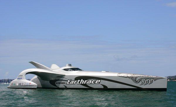 bateaux-insolites-earthrace