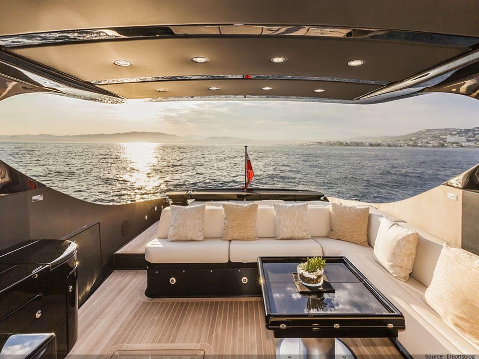 Arrière d'un bateau luxueux