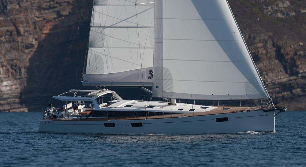 Vivre à bord d'un bateau et naviguer à travers le monde est un rêve qu'ont en commun de nombreux marins. Le Beneteau Sense 57 est un voilier hauturier pensé pour les longues traversées.